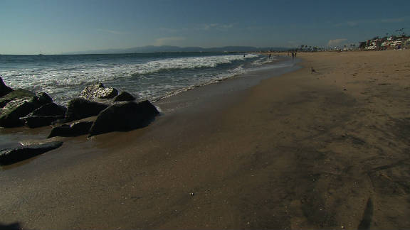 A strip of beach at the end of Los Angeles airport