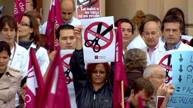 Spain health cuts angers staff, patients
