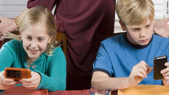 Keeping the kids busy before the big meal is just one way to use mobile apps this Thanksgiving.