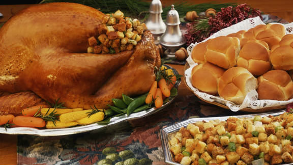 Thanksgiving means family -- and food. Despite our best intentions, good eating habits are often forgotten during the holiday festivities. Estimates clock the calorie count of the average holiday dinner between 3,000 and 4,500 calories. There's good news, though: With these tips from TOPS, a nonprofit weight loss organization, Thanksgiving dinner won't be a total diet downfall.