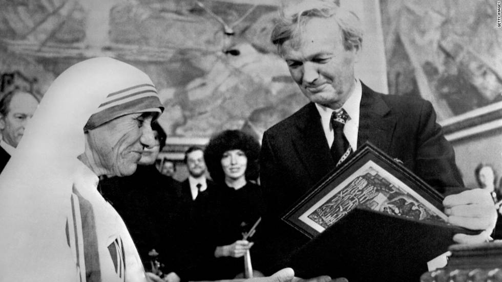 Mother Teresa Was Presented With The Award For Her Humanitarian Work Photos Nobel Peace Prize Winners