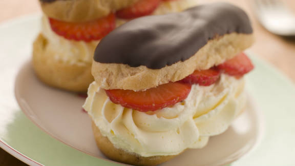 """What doesn't<strong> </strong>make the MIND diet is dessert, at least of the pastry variety. Sweets are empty calories and while they make you happy for a moment, the fat and sugar is <a href=""""http://www.ncbi.nlm.nih.gov/pubmed/25809805"""" target=""""_blank"""" target=""""_blank"""">not good for your health.</a> Avoid them if possible."""