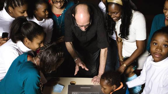 David Bean shows participants their photos as he edits them.