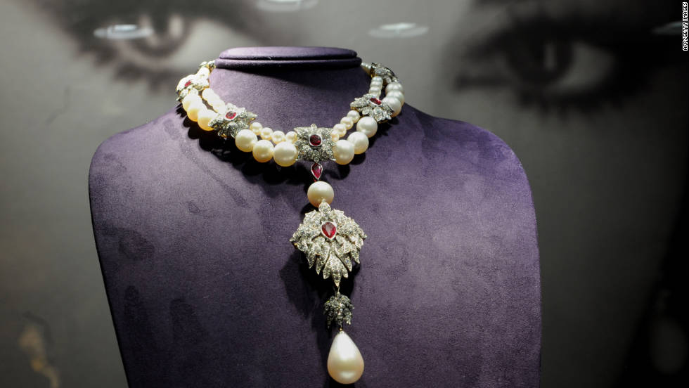 La Peregrina A Cartier Necklace From The Elizabeth Taylor Collection Sits On Display At