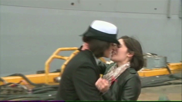 Two Women Kiss At Navy Homecoming - Cnn Video-8541