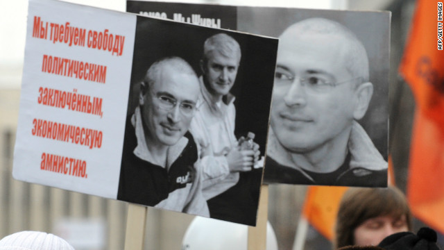 (File photo) Demonstrators carried banners of jailed oil magnate Mikhail Khodorkovsky during the Moscow protests.