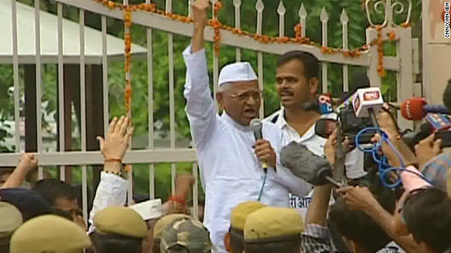 Activist Anna Hazare has slammed the anti-corruption bill as too weak to deal with endemic graft.