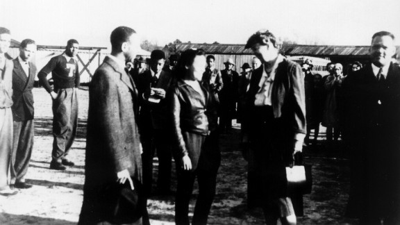 In March 1941 in Tuskegee, Mildred Hemmons met Eleanor Roosevelt, whose support helped bolster the program.