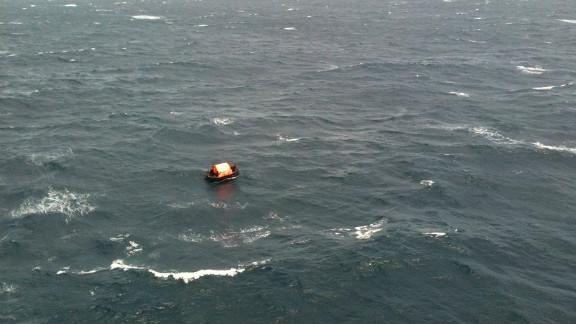 Un ferry con unas 350 personas a bordo se hundió este jueves frente a las Costas de Papúa Nueva Guinea, informaron las autoridades de Australia.