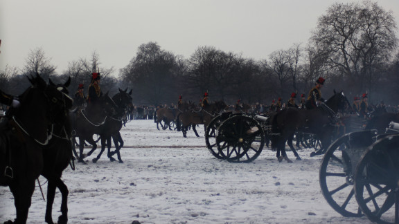 Although primarily a ceremonial unit, with responsibility for firing gun salutes on state occasions, the King
