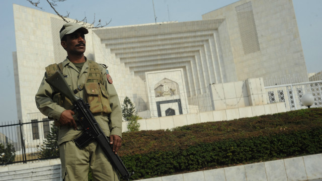 A Pakistani paramilitary soldier stands guard outside the supreme court building in Islamabad on February 2, 2012.