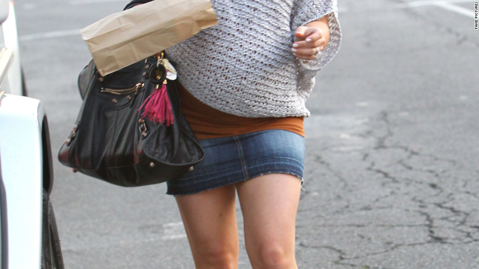 Hilary Duff pick up lunch in West Hollywood.