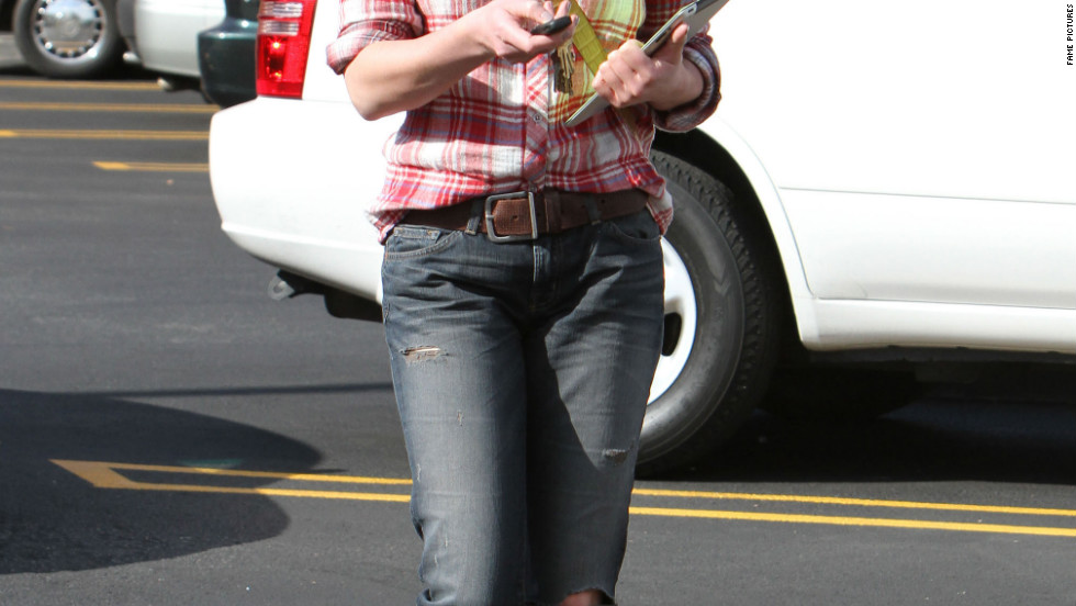 Katherine Heigl shops for books in Los Feliz.