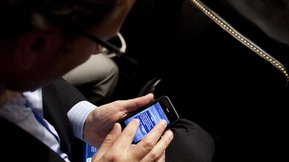 apple settles class action suit over iphone 4 antenna problem cnn
