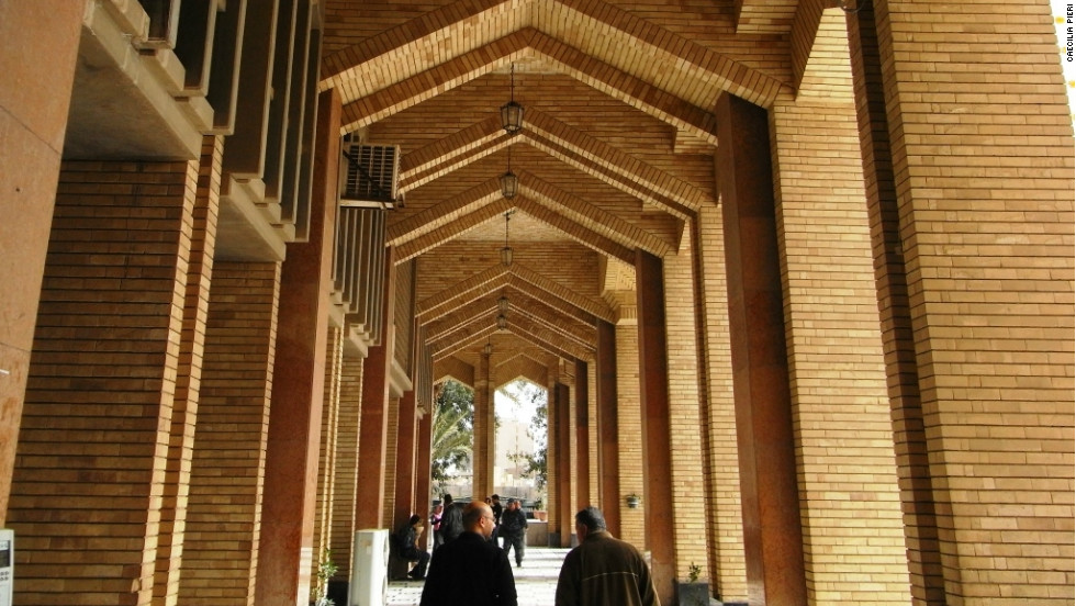The Baghdad Mayoralty was built in the 1980s by architect Hisham Munir using similar brick to that used in other eras.