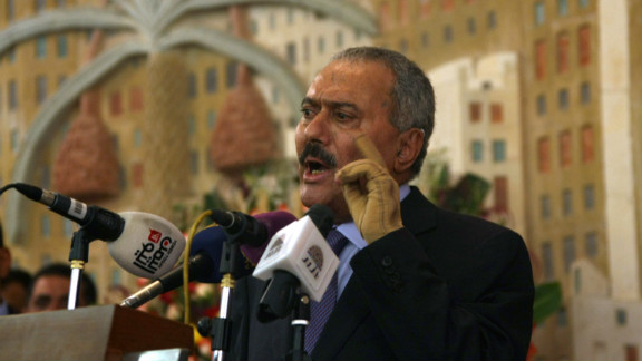 Yemen's former president Ali Abdullah Saleh has threatened to withdraw all members of his party from the national government.