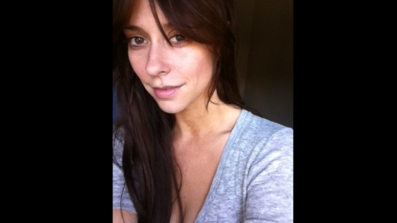 "Jennifer Love Hewitt posted this photo of herself makeup-free with the tweet ""No make up pic for my lovelys!"" Her fan Leonardo Milevich posted a response: ""This only prove[s] the kind of great woman you are. Hugs for you."""