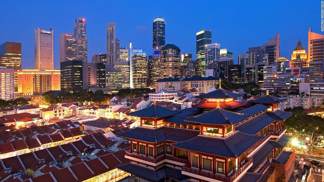 Singapore's condensed landscape means visitors can quickly tour some of the city's most famous attractions.
