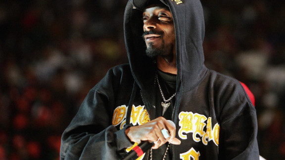 Snoop Dogg performs in a hoodie at New York