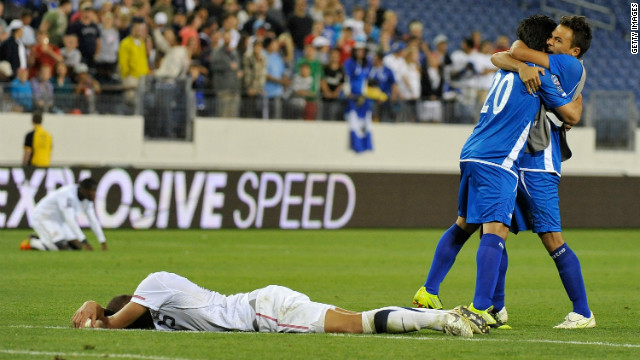 Andres Flores (20) celebrates the late goal by Jaime Alas (right) that gave El Salvador a 3-3 draw.