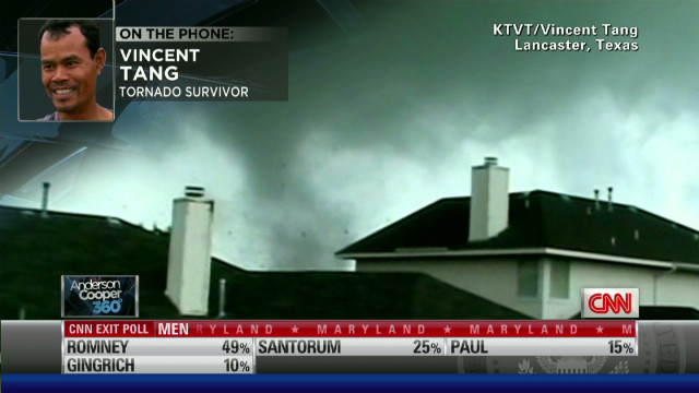 Texas resident records twister from roof