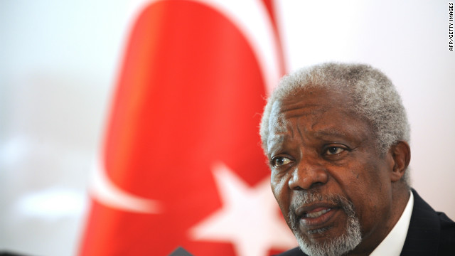 Kofi Annan gives a press conference at Antakya Airport after visiting the Yayladagi refugee camp in Antakya.