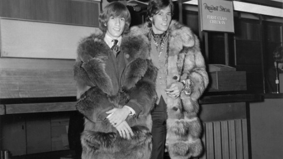Robin Gibb, left, and brother Barry at London