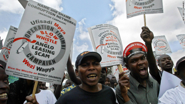 (file photo) Kenyan anti-corruption activists demonstrate in Nairobi on 17 February 2006.