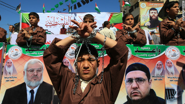 Palestinians demonstrate in Gaza City on April 17, 2012 in solidarity with prisoners on hunger strike in Israel.