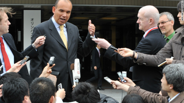 Former Olympus CEO Michael Woodford speaks to reporters upon his arrival at an extraordinary shareholders meeting Friday.