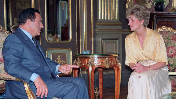 Diana, Princess of Wales, visits Mubarak during a trip to Egypt in 1992.