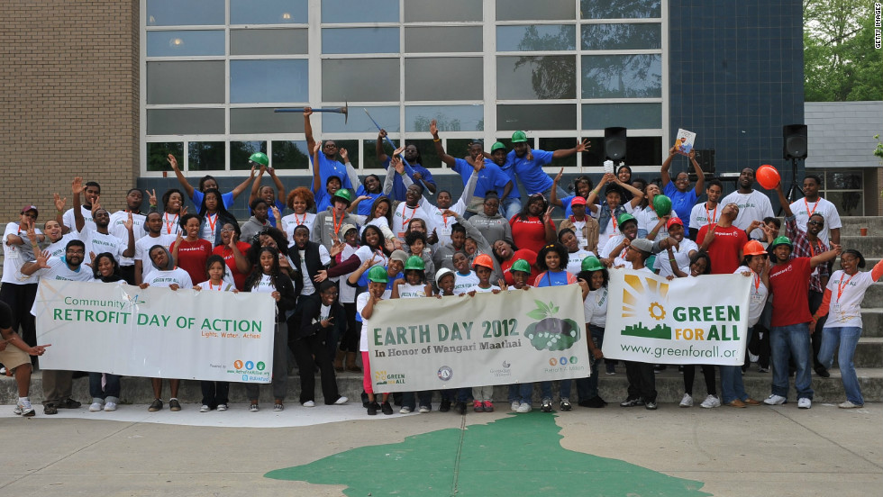 For Earth Day, U.S. non-profit-organization Green For All arranged for students in Atlanta to learn about sustainability and environmentalism. Children were taught a range of environmental activities from planting trees to energy-efficiency.