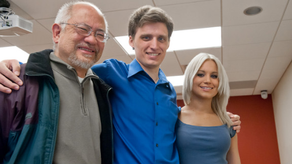 Dr. Erwin Gomez, left, received a kidney that was earlier received by Ray Fearing, center, from his sister Cera Fearing, right