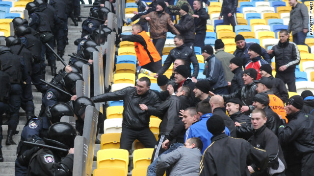 Ukrainian police receive riot training before next month's European Championships