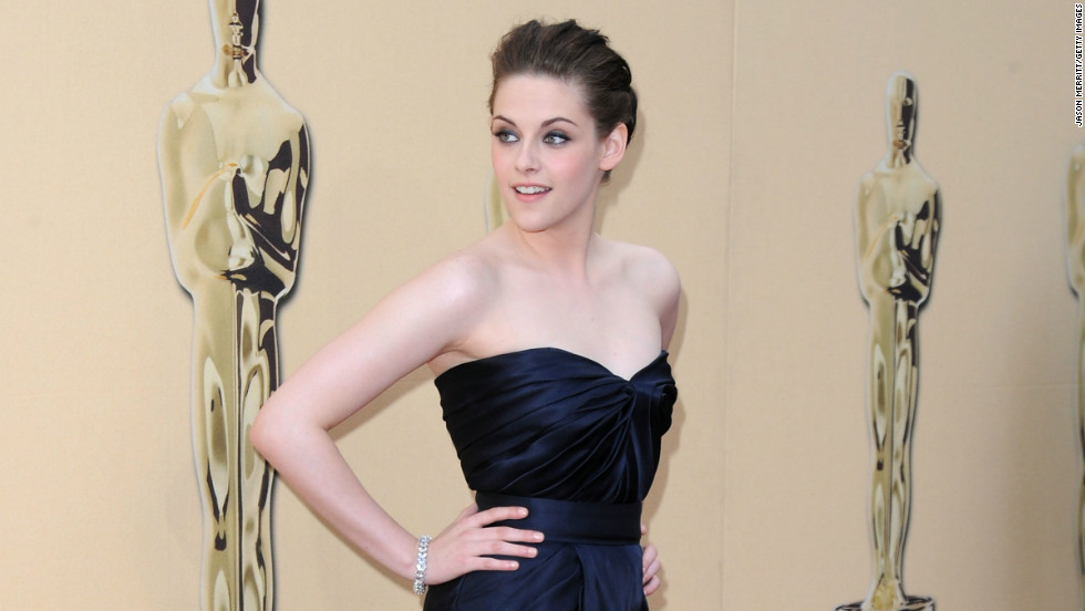 """Twilight"" actress Kristen Stewart wearing a Monique Lhuillier dress at the 2010 Oscars."