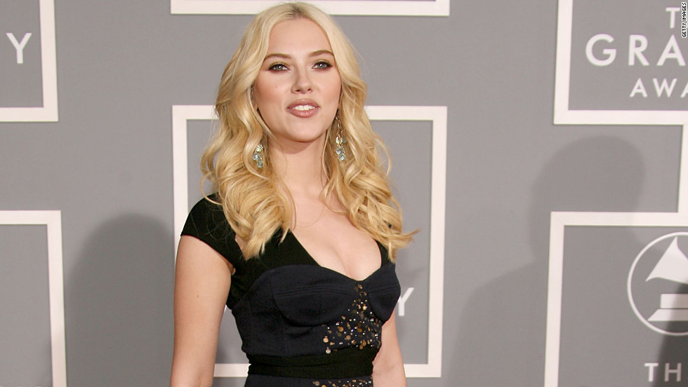 Actress and singer Scarlett Johansson wore Lhuillier to the 2007 Grammy awards.