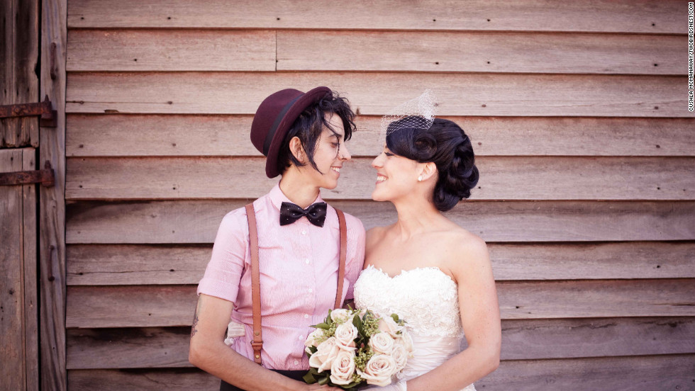 "Cushla wrote of the wedding: ""It was everything I could have dreamed for, topped off with blue skies, a pink sunset, and full moon."" <a href=""http://twobirdsnest.com/"" target=""_blank"">Twobirdsnest.com</a>"