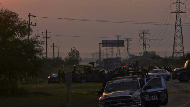 49 bodies found off Mexican highway