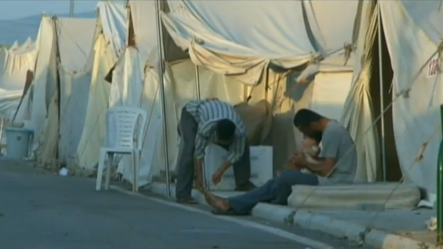 Syrian refugees flee to Turkey