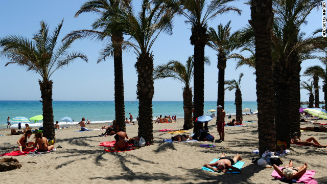 Spain aims for big tourist summer