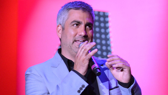 "Taylor Hicks' blues-meets-rock style earned him a following that led to his win on season 5, beating favorite (and now actress) Katharine McPhee. His self-titled debut album was certified platinum, and his single ""Do I Make You Proud"" debuted at No. 1 on Billboard's Hot 100 Singles. Hicks released ""The Distance"" in 2008 on his independent record label, Modern Whomp. In 2014 he played a residency in Las Vegas."