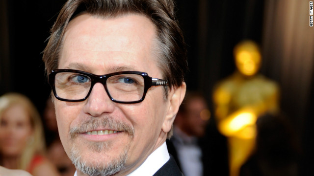 Actor Gary Oldman arrives at the Academy Awards in 2012.