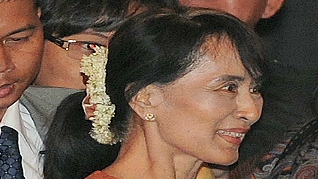 Suu Kyi makes historic visit to Thailand