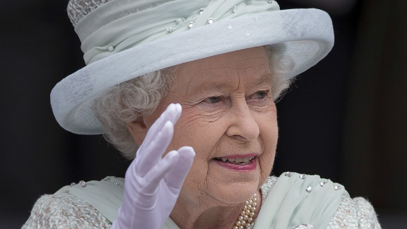 Queen Elizabeth II waves as she leaves St Paul