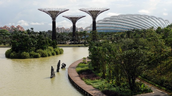 In contrast to the dense urban environment of skyscrapers and high-rise buildings in Singapore, Gardens by the Bay is part of the government