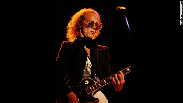 Bob Welch played guitar with Fleetwood Mac starting from 1971 to 1974.