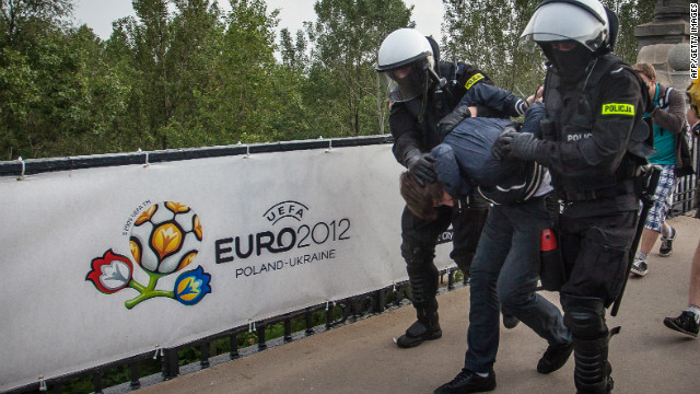Polish police have detained 184 people following Euro 2012 violence in Warsaw.