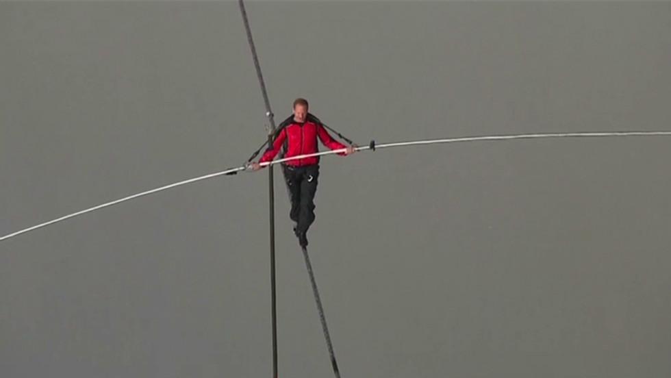 Man attempts to tightrope Niagara Falls