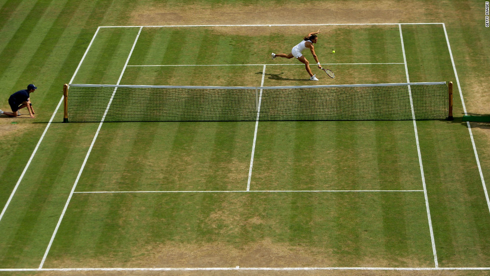 This view of the 2006 women's singles final at Wimbledon between Amelie Mauresmo and Justin Henin gives a clear indication of the areas of Centre Court which take the most punishment.