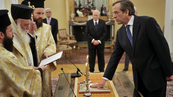 New Democracy leader Antonis Samaras is sworn in as Greece